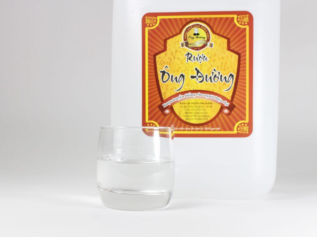 Rượu nếp trắng có nồng độ cao thích hợp dùng để ngâm sản vật