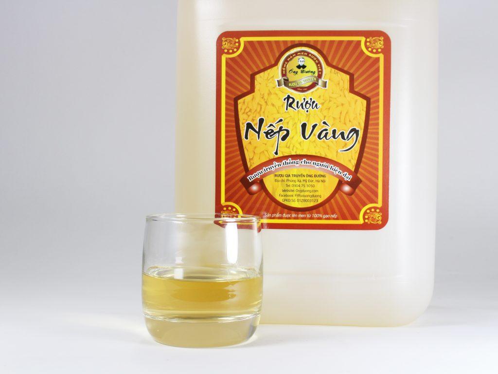 Rượu nếp cái hoa vàng Ông Đường có màu sắc ánh vàng tự nhiên